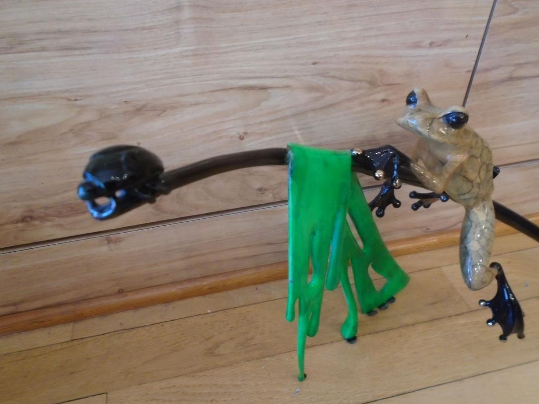 Beetle Brunch Beige, gray and black frog tree branch - 3