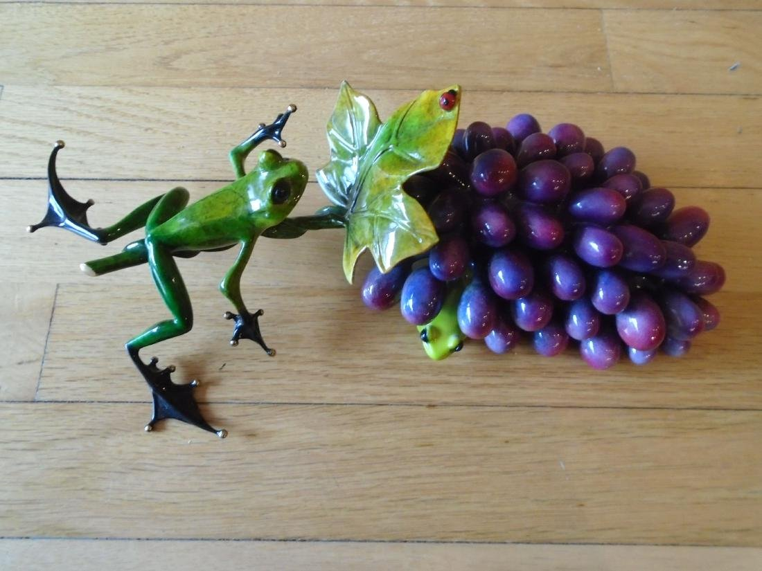 Merlot Green and black frogs with a grape cluster - 2