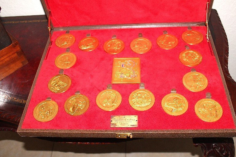 Commemorative Medals in Case  Limited to 50 sets (Gucci