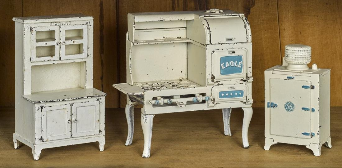 Hubley cast iron three-piece kitchen set, to include an