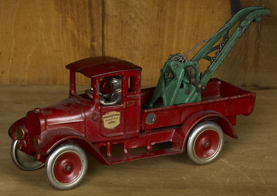 Arcade cast iron International Harvester wrecker truck