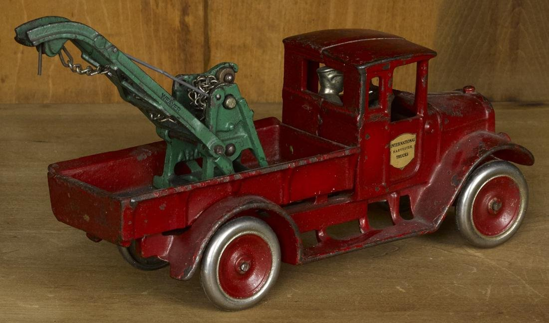 Arcade cast iron International Harvester wrecker truck - 2