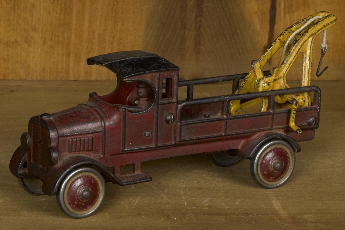 Dent cast iron wrecker truck, 10'' l.