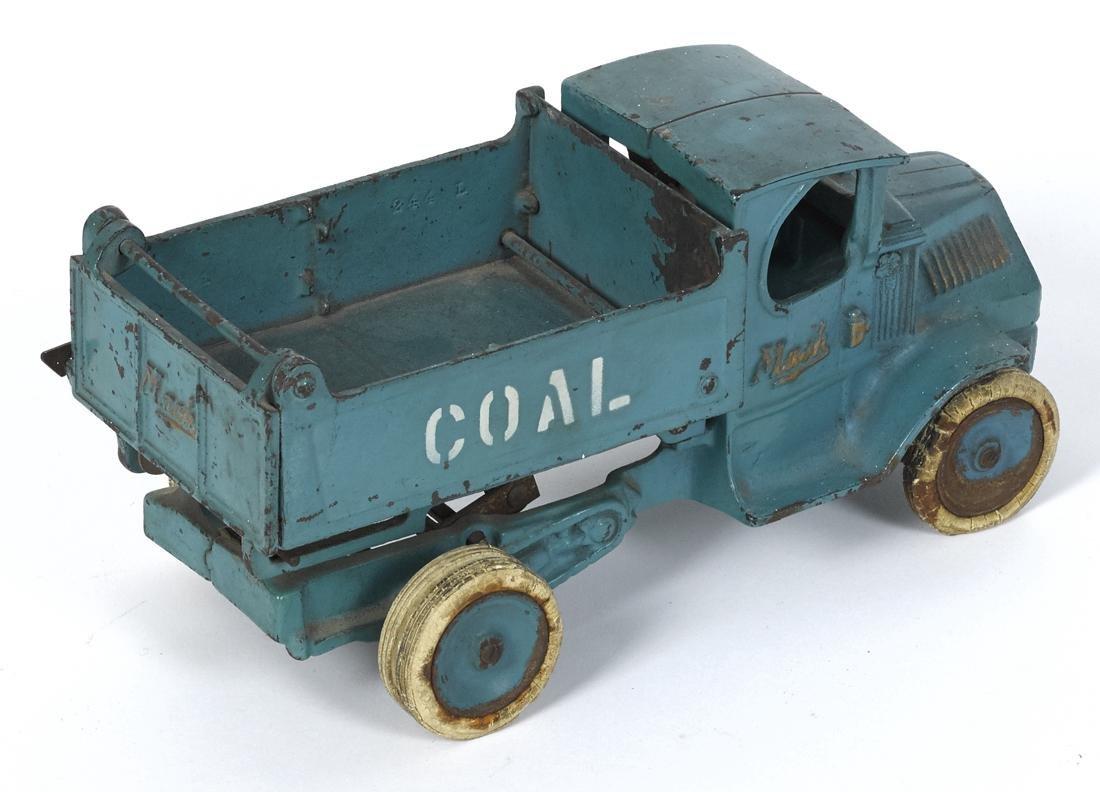 Arcade cast iron Mack Coal scissor dump truck, in a - 2