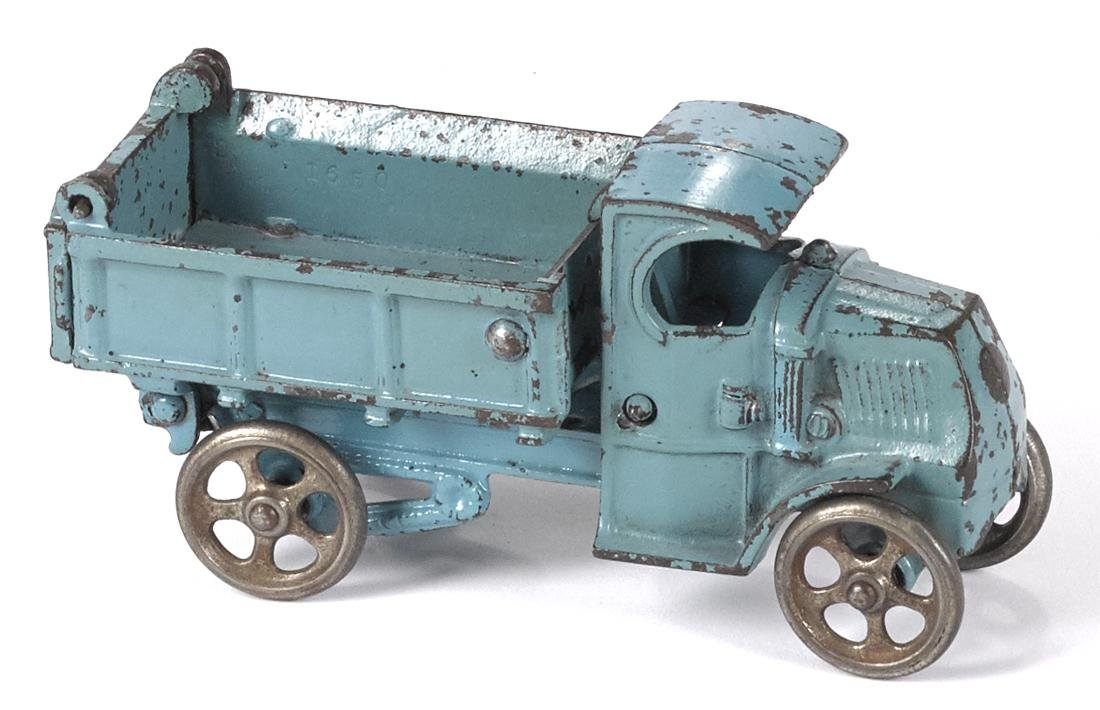 Hubley cast iron dump truck, 6 3/4'' l. Provenance: