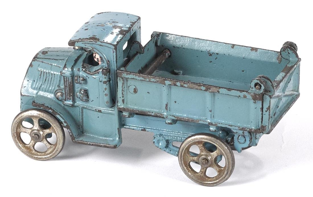 Hubley cast iron dump truck, 6 3/4'' l. Provenance: - 2