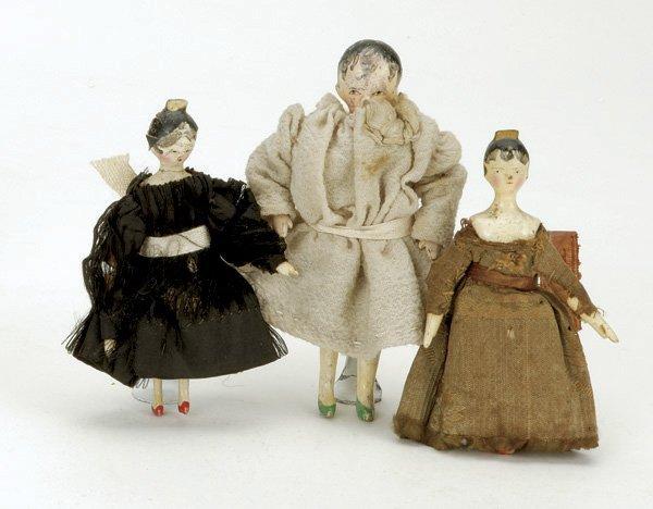 4: Lot: 3 Small Peg Wooden Dolls