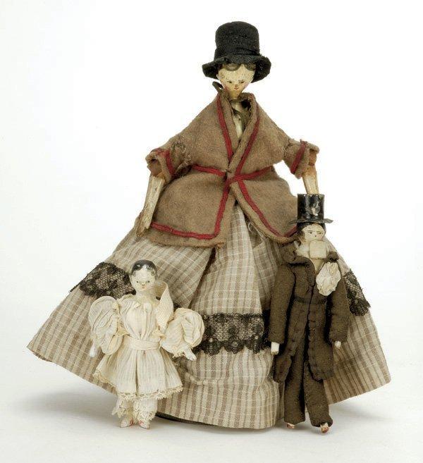 5: Lot: 3 Peg Wooden Dolls