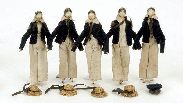 10: Lot: 5 Tuck Comb Wooden Boys