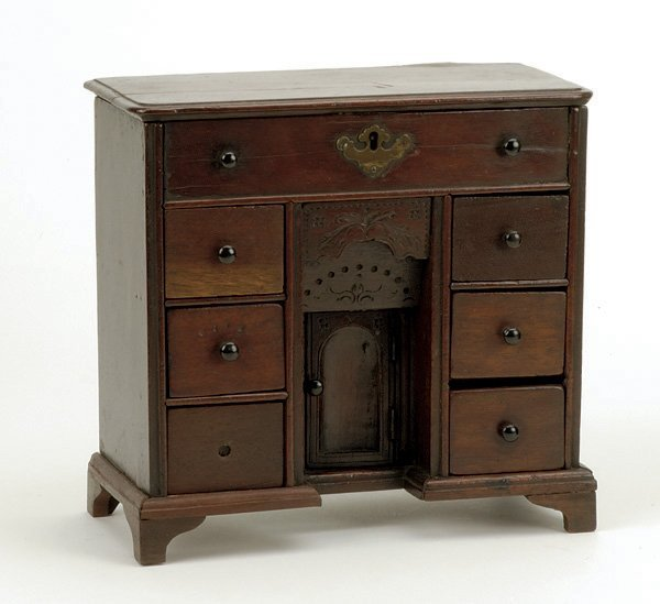 635: Georgian style Mahogany Kneehole Dressing Table