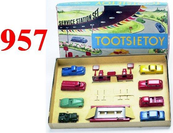 957: Tootsietoy Boxed Service Station Set