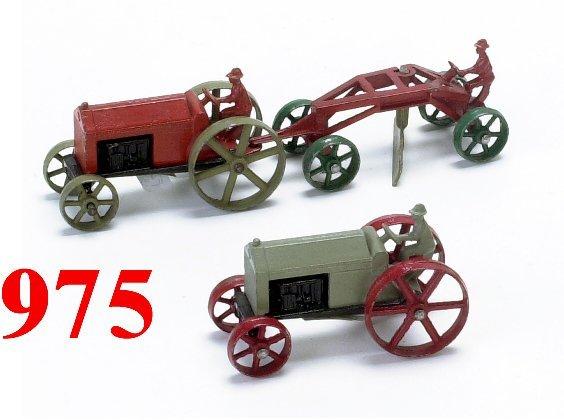 975: Lot: 2 Tootsietoy Tractors