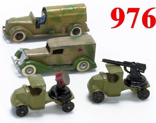 976: Lot: 4 Tootsietoy Military Vehicles