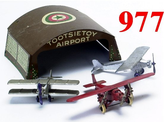 977: Lot: Tootsietoy Airport with 3 planes