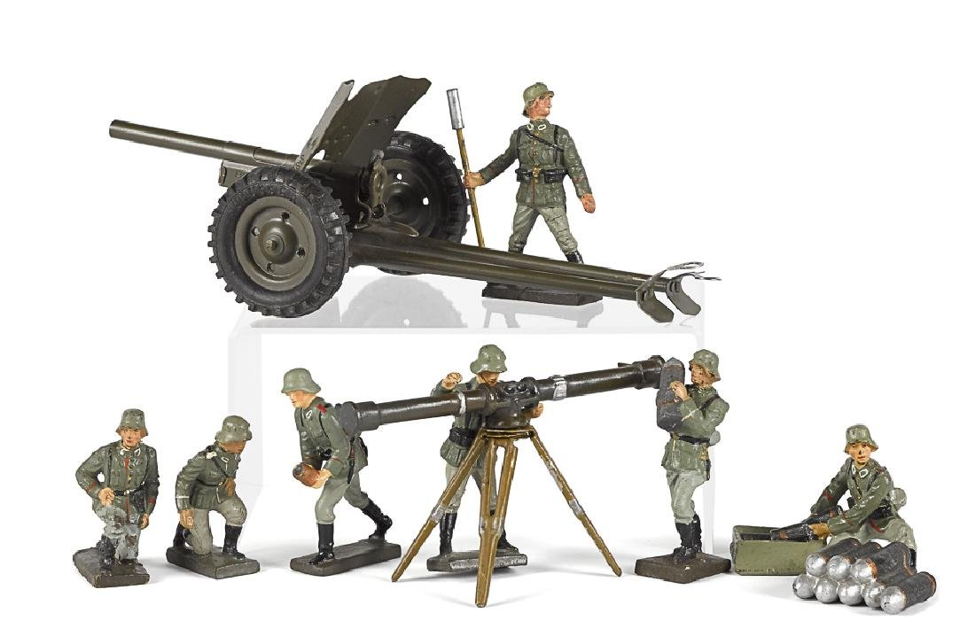 Lineol painted composition field gun soldiers
