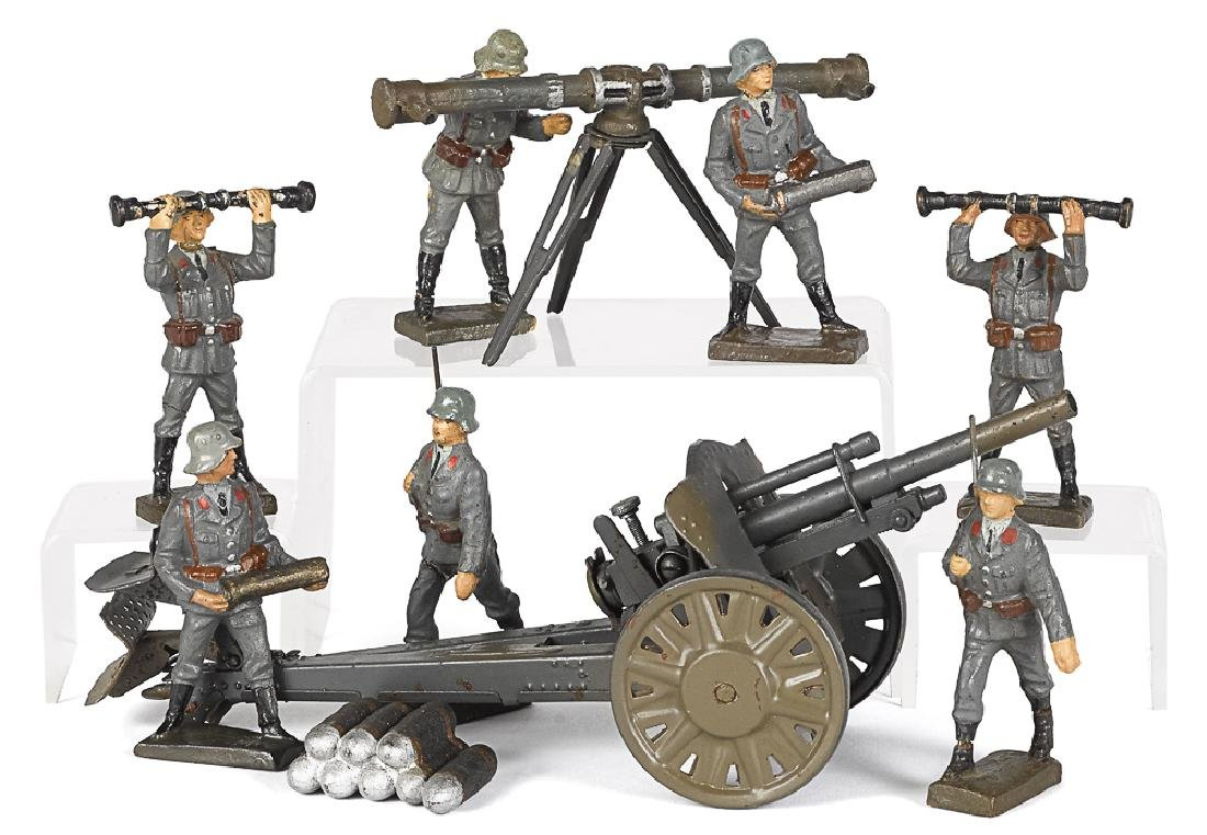 Lineol painted tin and composition field soldiers