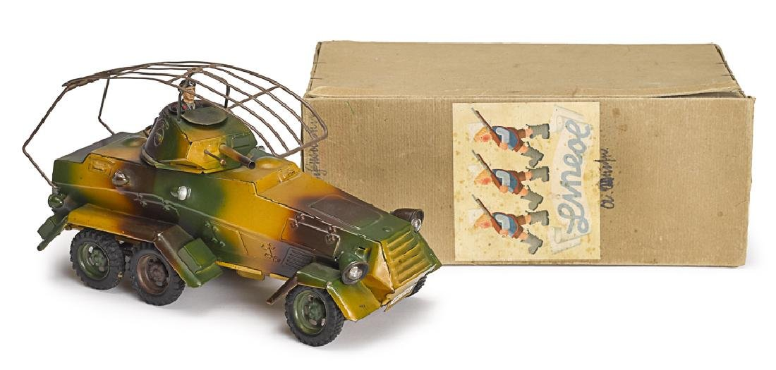 Lineol camouflage painted tin clockwork car