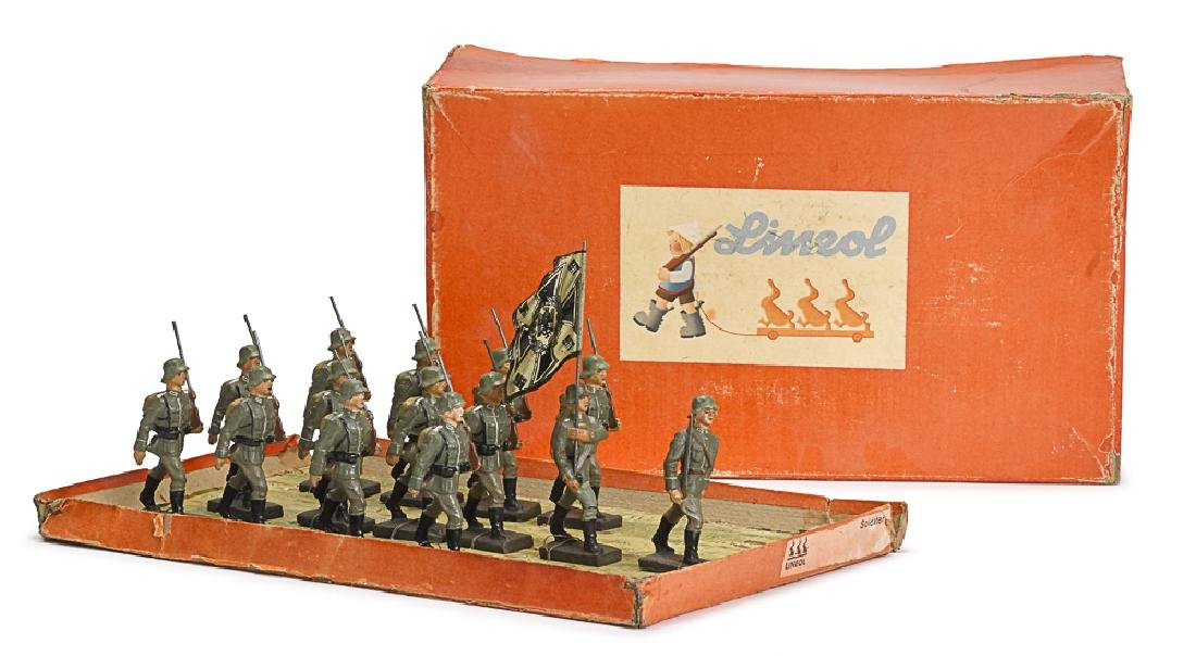 Lineol painted composition marching soldiers