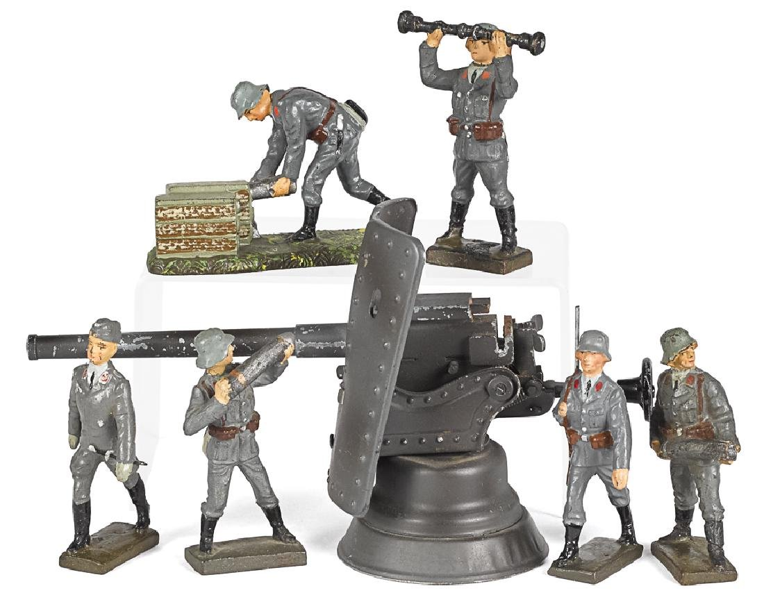 Elastolin painted tin and composition soldiers