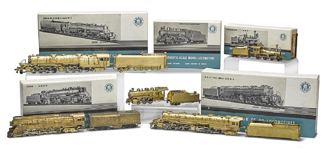 Five Akane HO brass train engines and tenders
