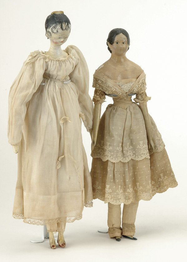 20: Lot: Milliner Model and Large Tuck Comb Wooden Lady