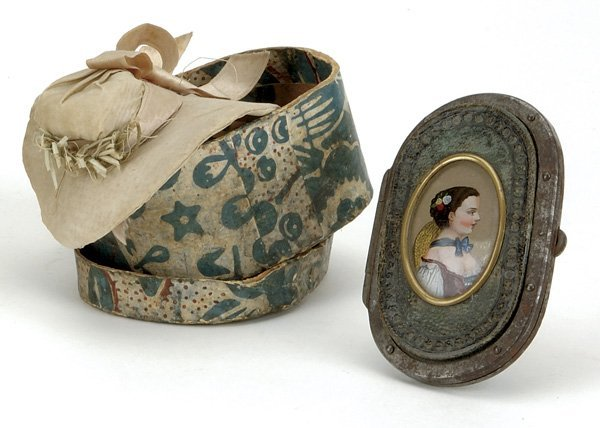 119: Lot: Early Purse and Hat Box with Hat