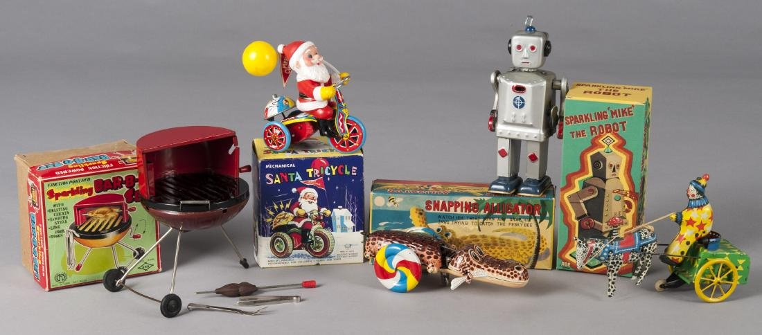 Group of Japanese tin litho wind-up toys