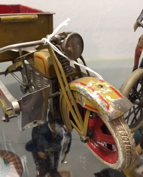 Japanese painted tin wind-up delivery motorcycle - 6
