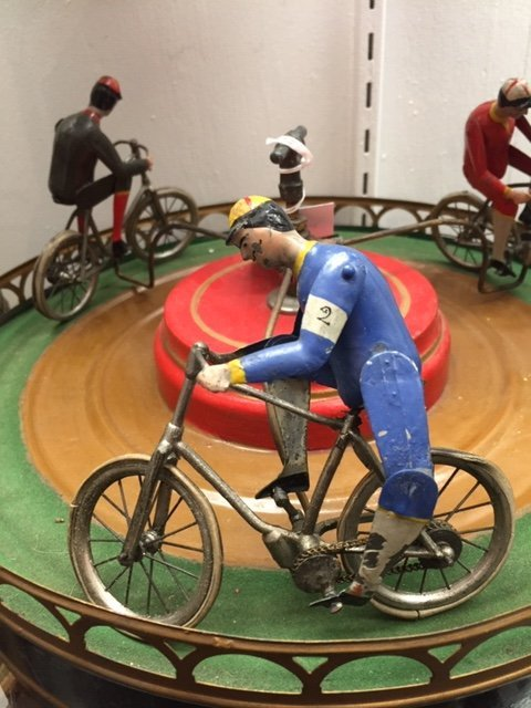 French painted tin clockwork bicycle race toy - 4
