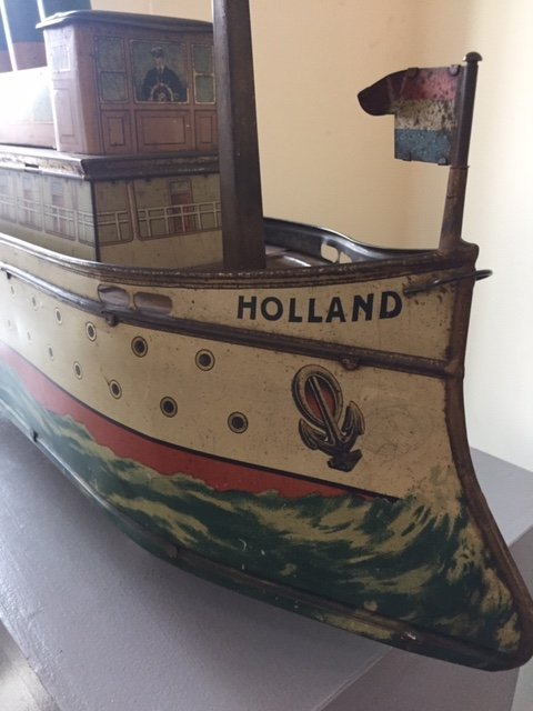 Holland ocean liner biscuit tin pull toy - 4