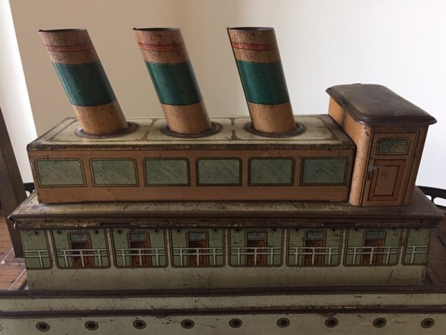 Holland ocean liner biscuit tin pull toy - 5