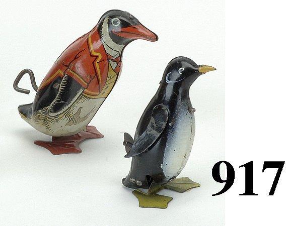 917: Lot: 2 Penguin Toys