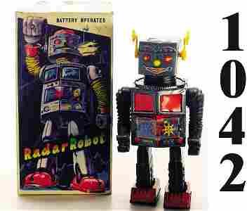 "1042: T.N. Radar Robot ""Topalino"" with box"