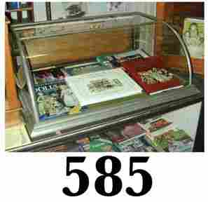 Curved Front Table Top Display Case
