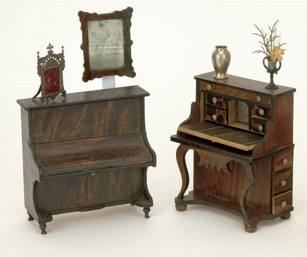 129: Lot: Doll House Furniture and Accessories