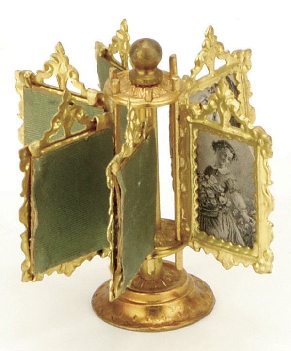 395: Ormolu Pedestal Photo Stand