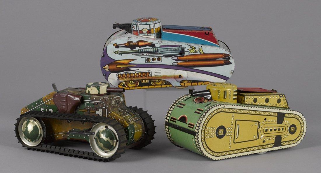 Three Marx tin lithograph wind-up tanks, to inc