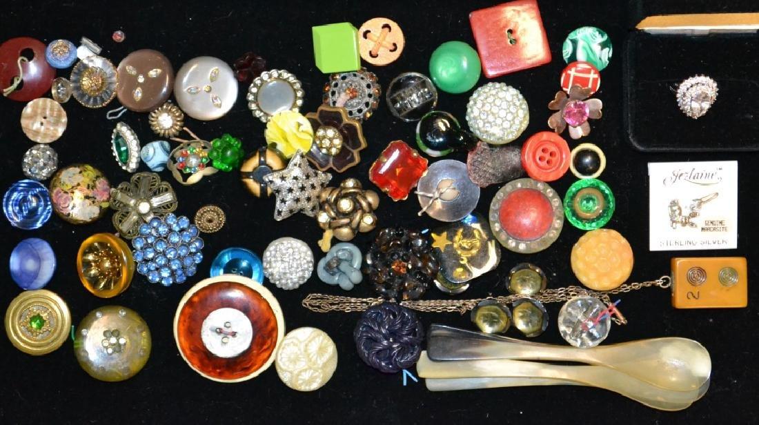 Bakelite & Button Lot