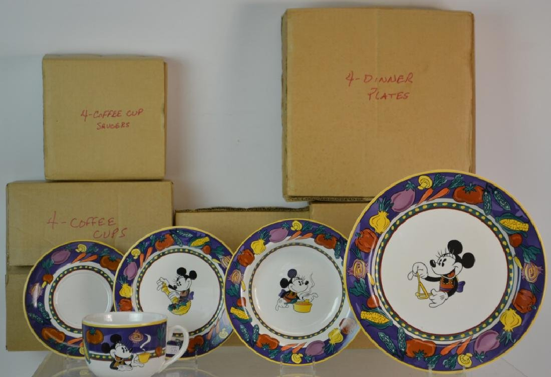Disney Minnie Mouse Dishware Set