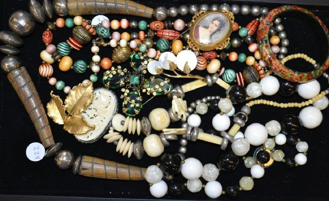 Necklace and Brooch Grouping