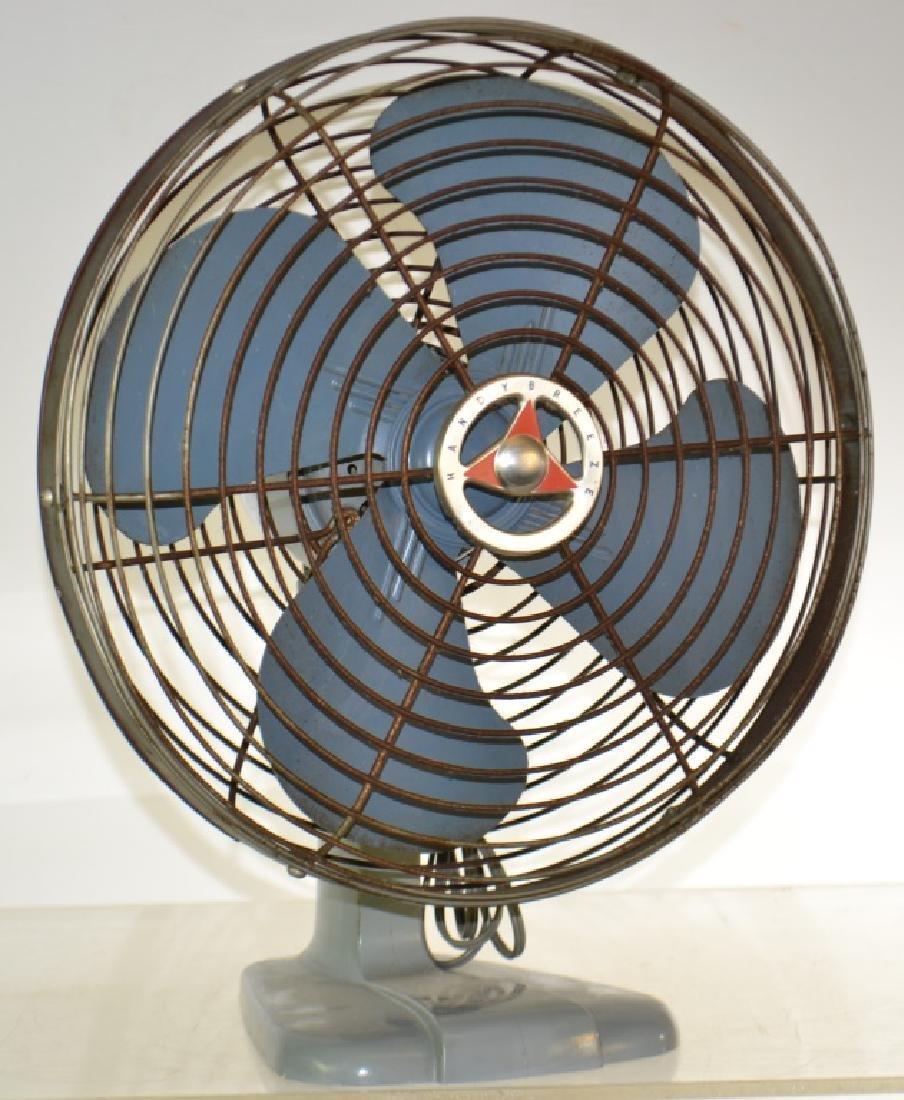 """Vintage """"Handy Breeze"""" Electric Fan"""