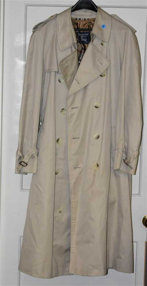 0e66b77353873 Burberry Classic Trench Coat