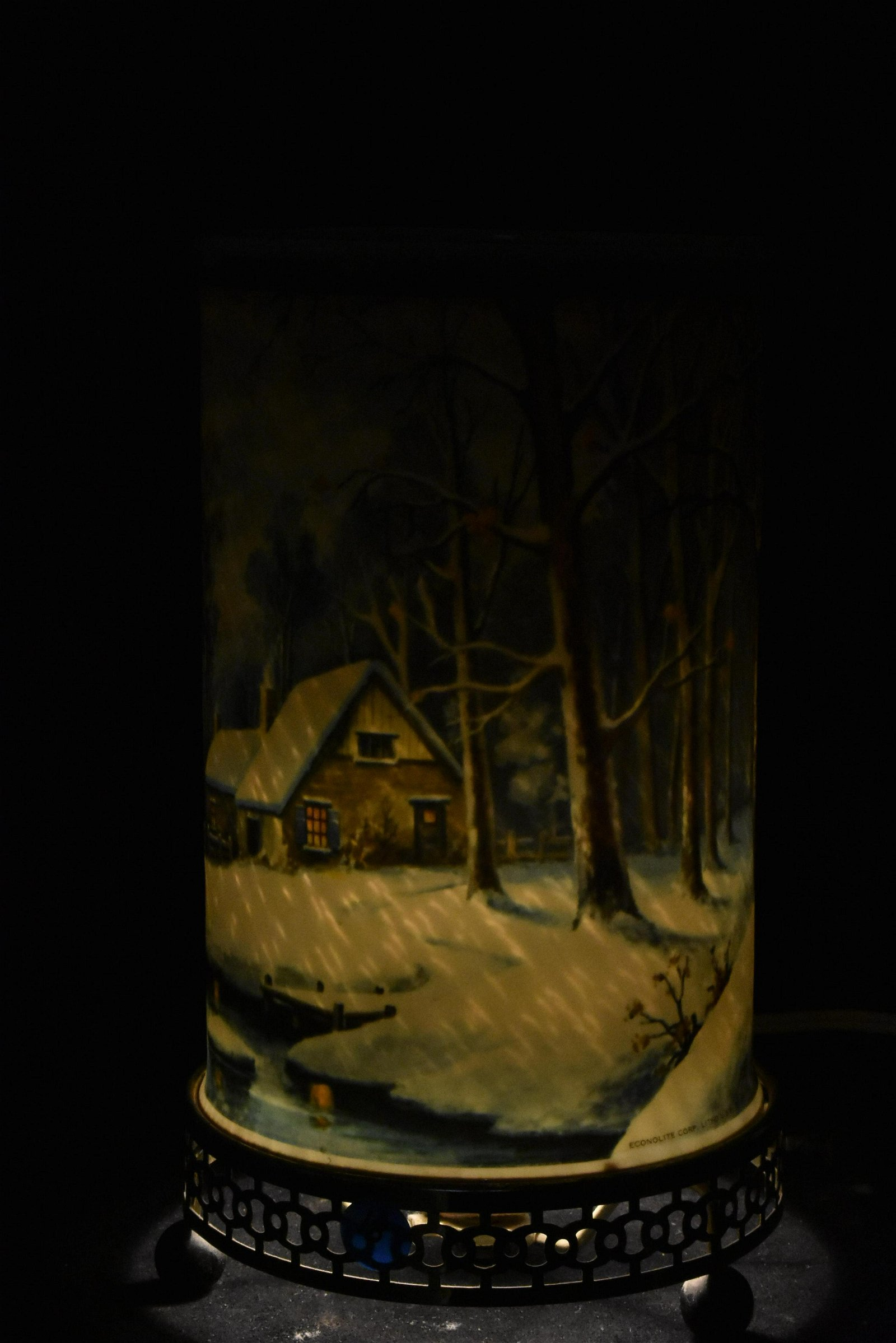 Econolite Winter Scene Motion Lamp