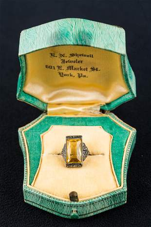 Vintage 10K Ring w/Semi-Precious Stone
