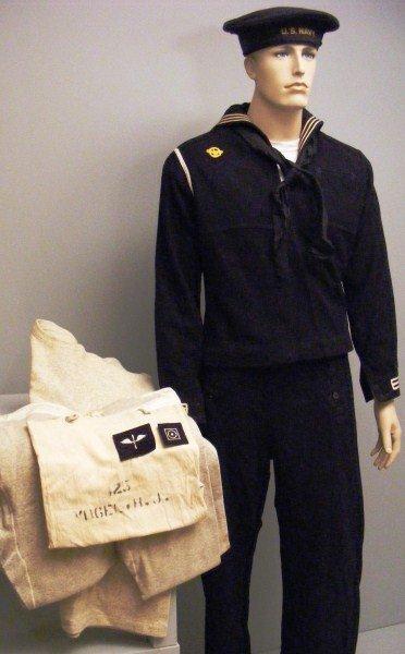 10: WWII U.S. Navy Uniform Grouping