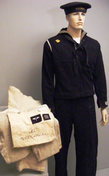 10: WWII U.S. Navy Uniform Grouping