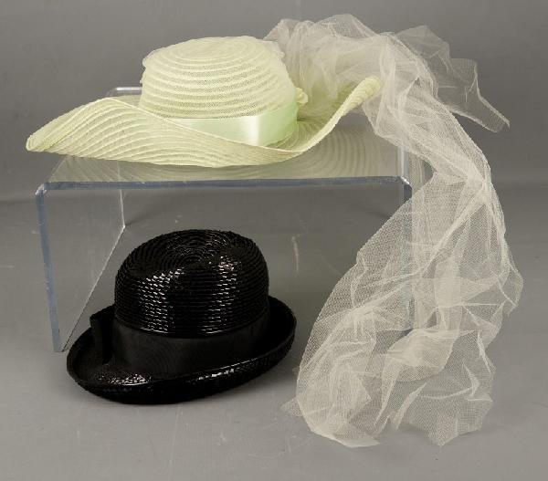 17: 2 vintage hats