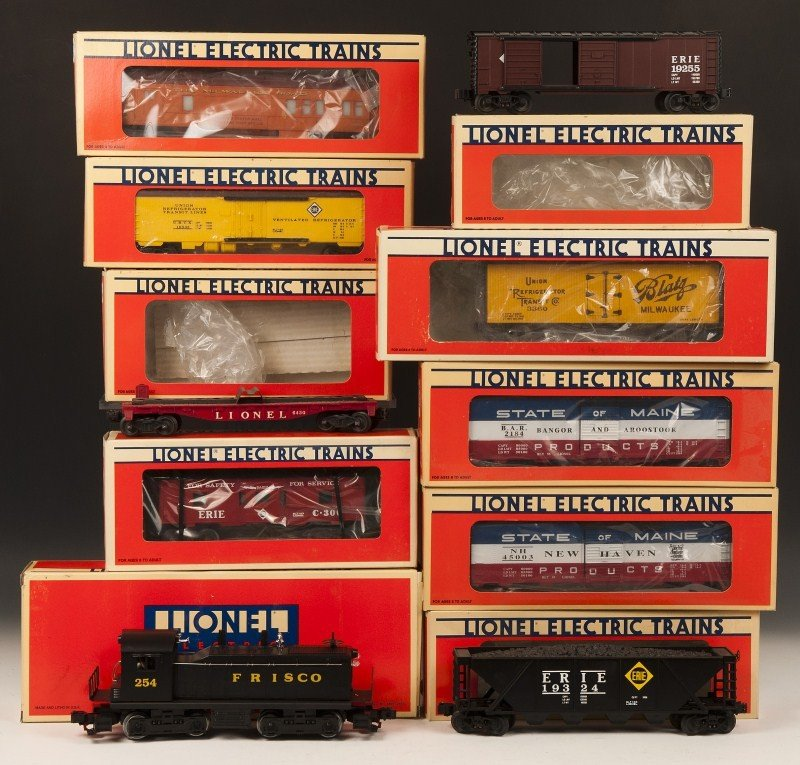 12: Lionel Engine with 9 cars