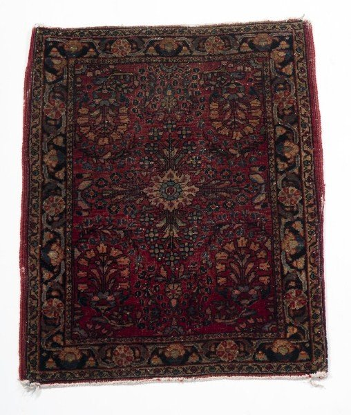 4: Saruk Antique Mat