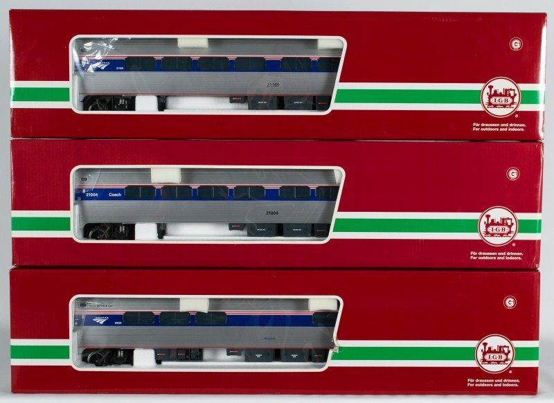 10B: Three LGB Amtrak Passenger Cars LGB 33223,LGB 3222